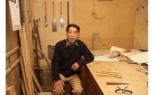 木工職人の竹澤さんが心を込めて作っています