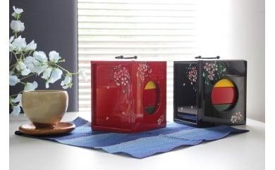 H019a 【昔なつかし】3段重ねの木製お弁当箱「遊山箱」(桜柄)