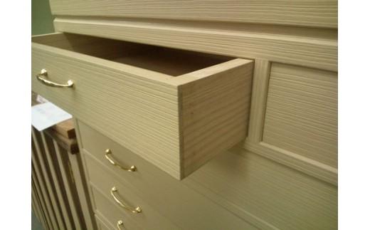 [引出]  組み手は包み打付け組で、シンプルながら精度抜群の手作りです。
