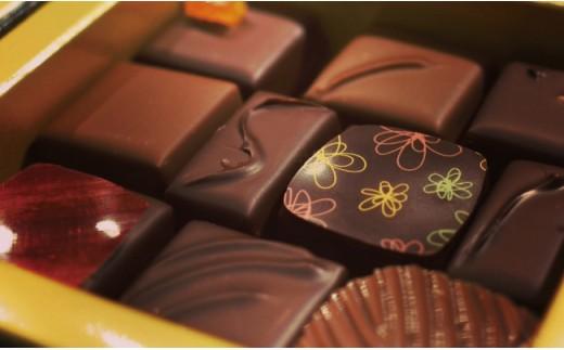 【12ヵ月 定期便】チョコレート専門店のオリジナルボンボンショコラセット