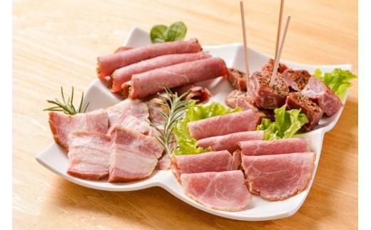 赤崎牛 【 ハム と ベーコン 詰め合せ 】 新感覚の牛ハム・牛ベーコン