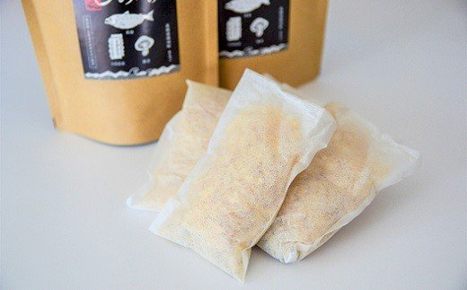 添加物や食塩を使用せず、3つの素材(鮭節・日高昆布・しいたけ)の旨みを最大限に引き出せるよう独自配合した「出汁(だし)」です