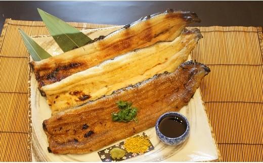 熟練の料理長がお店で串を打ち、備長炭でじっくり焼き上げます。