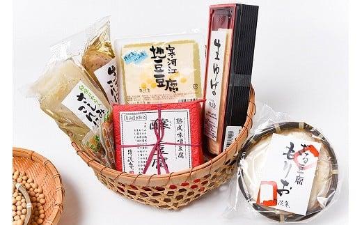 すべて山形県産の厳選された地豆を使用しています。醸し豆腐(酒粕と味噌の味噌漬け)はお酒のお供に絶品です。