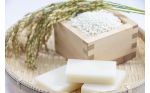 こがねもち100%で無添加。もち粉なども一切使っていない一級品です。新潟県産コシヒカリを使用しています。