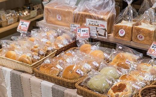 豊富な種類のパンが選べるのもまごころの魅力のひとつです!