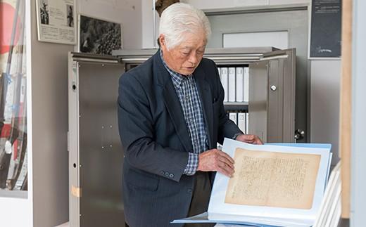 ここに寄贈されている軍事郵便は、藤根地区で教師をしていた故高橋峯次郎先生に宛てて、出征した教え子が送った手紙です。