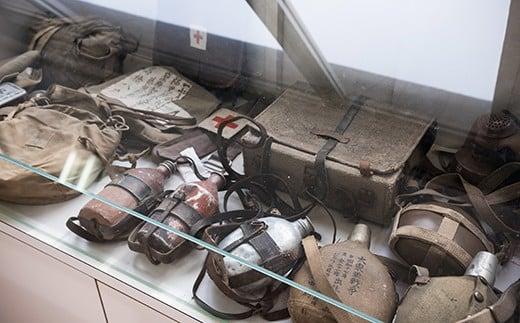 実際に展示されているものを着たり持ったり出来るのも、この展示館の特徴ですが、展示物が古くなり劣化が進んでいる状況です。