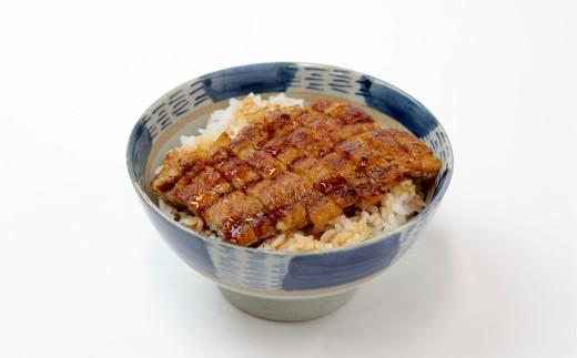 一つ目の食べ方は、かつお梅と煮込んだかつお梅うな丼でシンプルに。