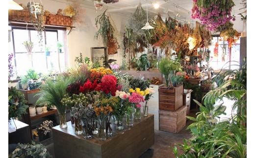 長屋をリノベーションした店内にはセンスあふれる空間が広がっています。