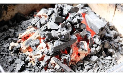 使用するのは備長炭。一尾、一尾火の通りを確認し、じっくりと焼き上げます。