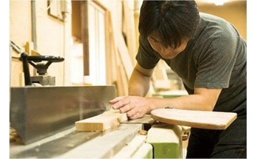 職人が手で考え、「敷ふとんで眠る日本のベッド」をテーマに創り上げました。