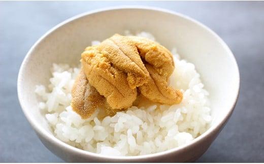 豪快にご飯にのせれば、ウニ丼が楽しめます!