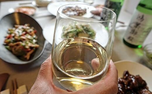 輝くような黄金色と純米酒ならではのまろやかさとコク(白ラベル)