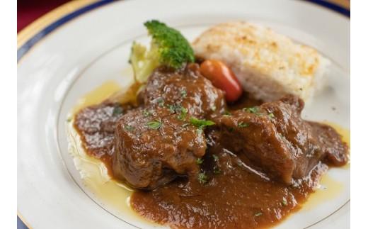 ニッシーコースのメイン料理は贅沢は『黒田庄和牛スネ肉の赤ワイン煮込み』黒田庄和牛は神戸牛の素牛です!