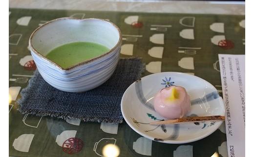 作ったお菓子はお店でお抹茶と一緒に召し上がることができます。(写真はイメージです)