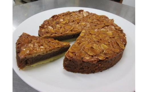 アーモンドキャラメルチョコケーキ