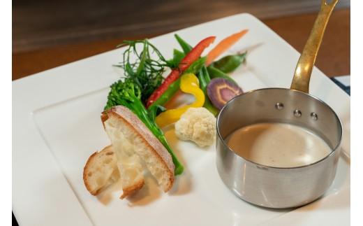 サラダ:季節野菜のバーニャカウダ・・・西脇市産の季節野菜を軽くボイル。玉葱とニンニクとアンチョビを使ったソースで