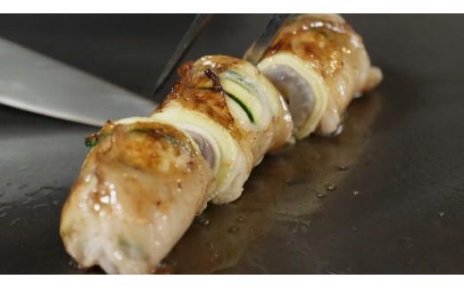 魚介料理:車海老と白身魚のファルシー プッタネスカソース・・・車海老の周りに白身魚、生ハム、ズッキーニ、豚の網脂で巻いた一品です