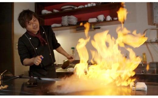 迫力のある鉄板パフォーマンスを目の前で♪イタリアン・フレンチ・鉄板焼きの修行を重ねたシェフの調理もお愉しみください。