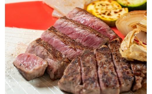 西脇市名物「黒田庄和牛」のステーキ。世界的に有名な神戸ビーフの基牛になっている最高級のお肉です。
