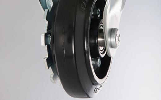 車輪についたギアが車輪自体の回転をしっかりロックします
