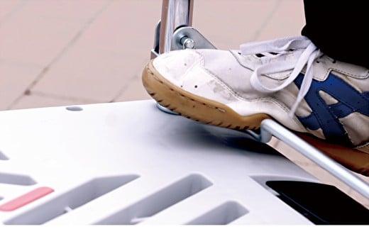 折りたたみ式でコンパクトに収納。どこを踏んでも折りたためる快適さ!