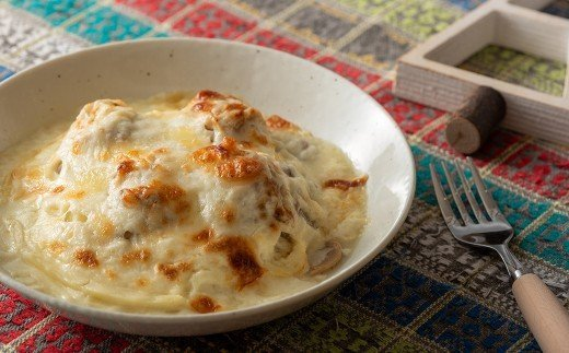 ロールキャベツは、自家製チーズたっぷりで人気です