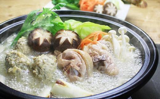 銘柄鶏「ありた鶏」を使用。同じく福岡名物「博多水炊き」