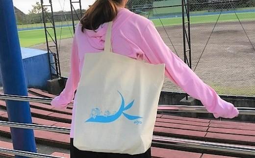 コットントートバッグ。 イラストは、海部川を走って下るふるるんをイメージしています。