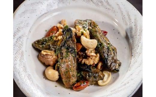 【調理例】牡蛎オイル漬のナッツ炒め
