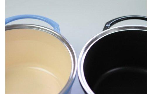外面 ピンク・ミント・ソーダ は、内面がベージュ仕様。 外面 チョコ・オリーブ・ブラック は、内面がブラック仕様。