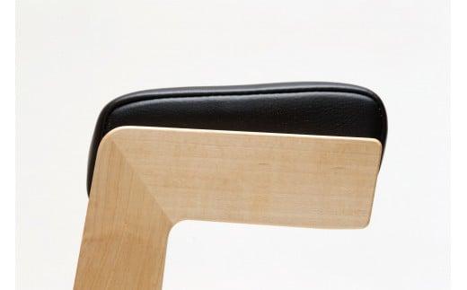 座面が5℃傾斜しているため、自然と骨盤が起き、腰に負担のかかりにくい作りになっています
