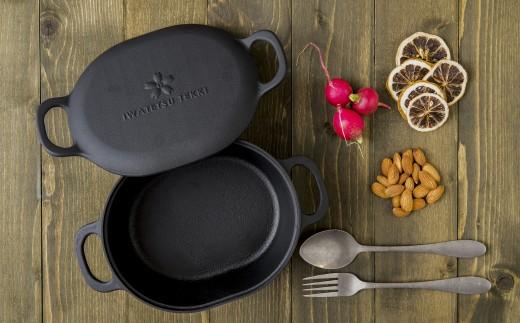 焼く、炊く、蒸す、揚げる。あらゆる調理がこのダッチオーブンひとつで可能。