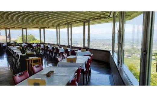 甲府盆地はもちろん南アルプスまで見渡せる眺望