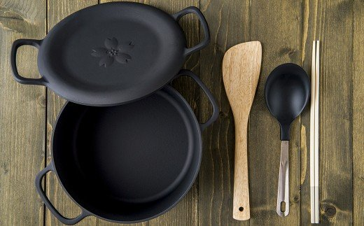 焼く、炊く、蒸す、揚げる。あらゆる調理がこのダクタイルポットひとつで可能。