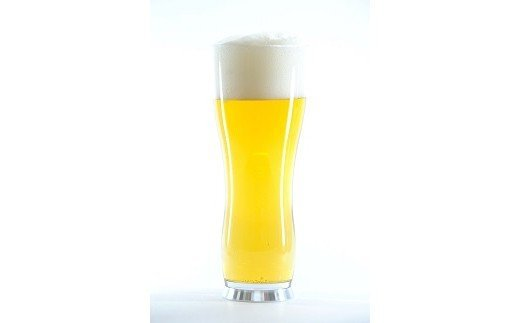 野暮ったい樹脂製グラスのイメージを覆す、高級グラスのような質感