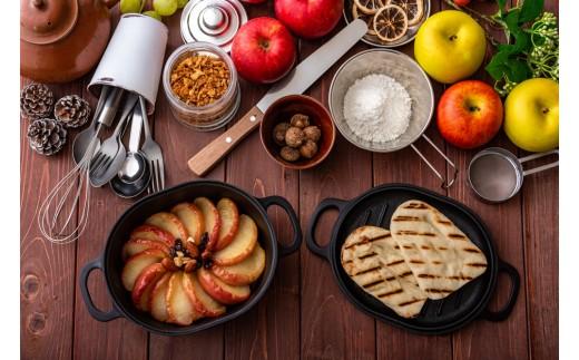 蓋を使った調理も可能!温かいままの料理もそのまま食卓へサーブできます。