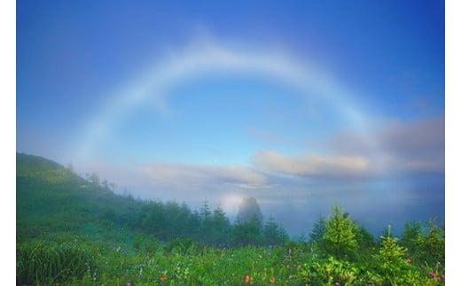 7 思い出の丘の朝の霧虹とブロッケン現象と月(美ヶ原,思い出の丘)8月撮影