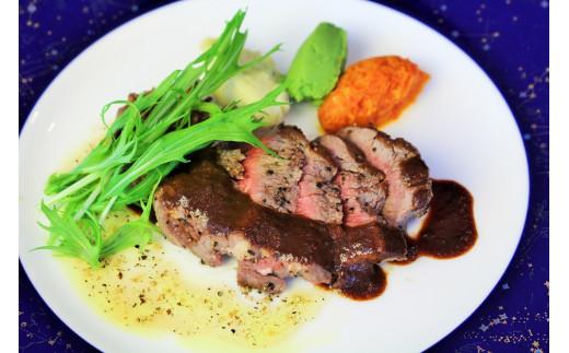 """神戸ビーフの素牛""""黒田庄和牛""""使用。赤身の味がしっかりと濃く、脂が甘くて上質なのが黒田庄和牛の特徴です。"""