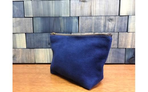丈夫な国産刺し子織を使用。柔剣道の道着に使われるこの布は、とても丈夫です!