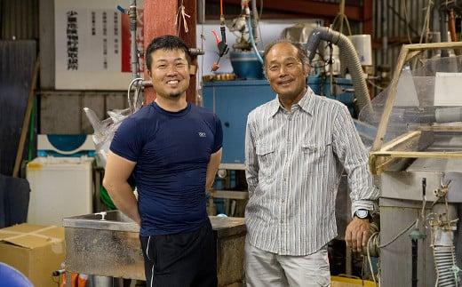 『マルコ水産有限会社』の兼田敏信さん(右)・純次さん(左)