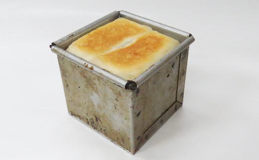 オーブンで20分くらい焼きます。大きさは一辺7センチくらいです。