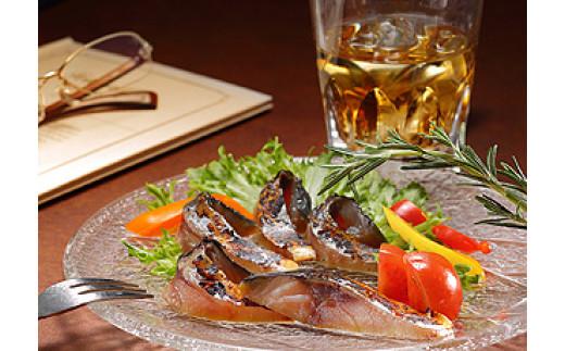 八戸サバのとろける脂に燻した薫りがたまらない!しっとり生ハム食感「鯖の冷燻」(半身約100g)