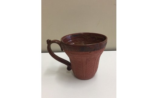 縄文時代の貝塚として日本最大級の遺跡である特別史跡「加曽利貝塚」にちなんで、出土品の縄文土器を模したマグカップをご用意しました。