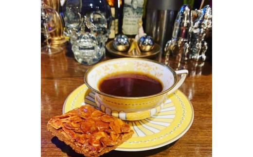 コーヒー豆は選び抜いたスペシャルティーコーヒーを全て生豆から当内奥の焙煎機で毎日焙煎しています。