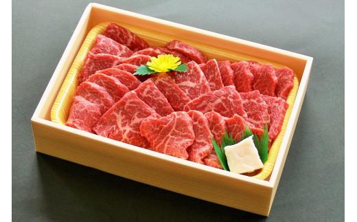 「焼肉用赤身モモ」折箱に入れてお届けします。※写真は500gです。