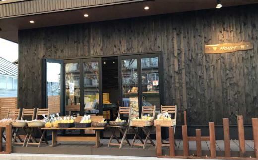 直売所MONPEのお店。木の温もりが溢れる佇まいです!
