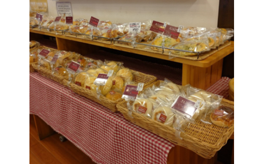 毎日、焼き立てのパンが並んでいます。
