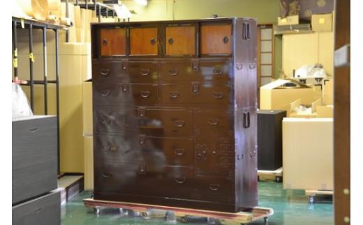 再生後(サイズは違いますが一例です) ・上引き戸は元々は赤っぽい色でした。 ・右下の開戸は別途制作しました。